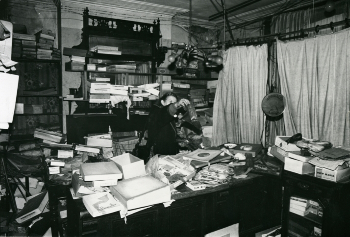 The Hodson Shop as it was found in 1983. Image via Walsall Musuem.
